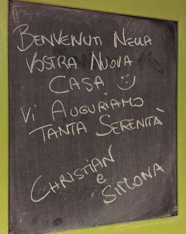 Un messaggio scritto su una lavagna - 1