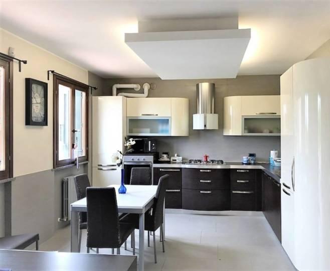 Appartamento 4 locali in vendita a Cavenago di Brianza
