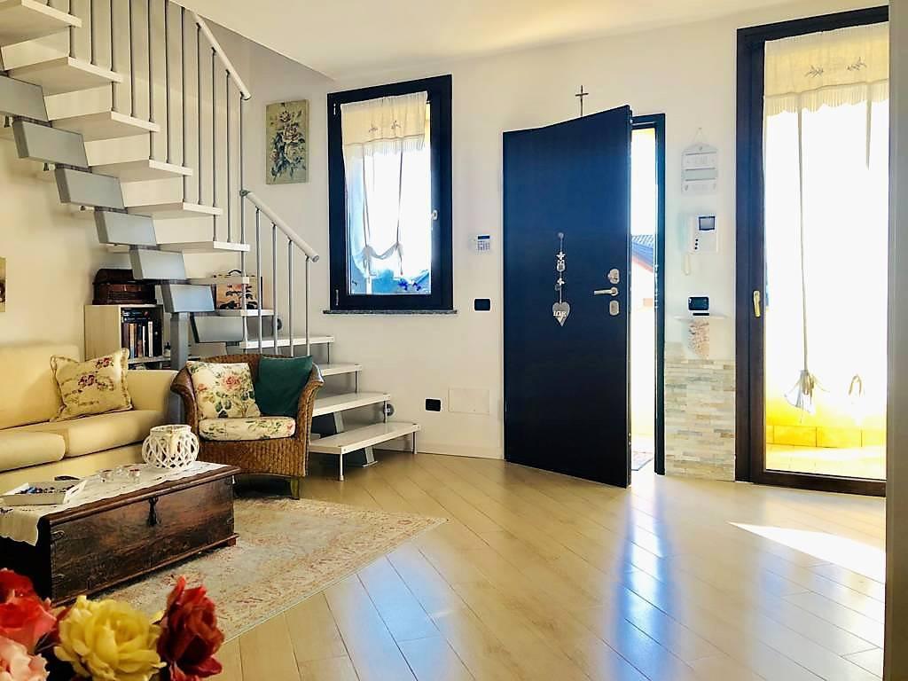 Appartamento-4-locali-con-giardino-in-vendita-a-Carnate-1
