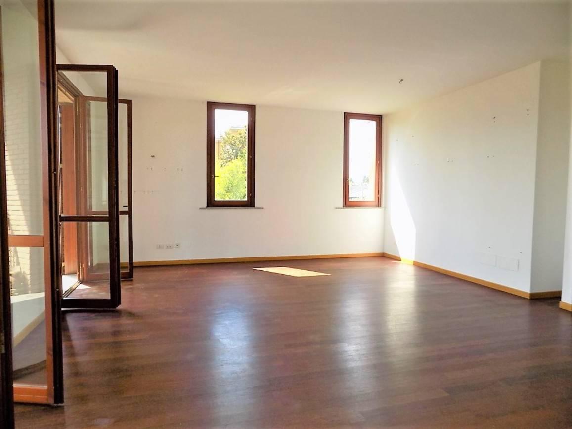 Appartamento-con-terrazzo-in-vendita-a-Merate-7