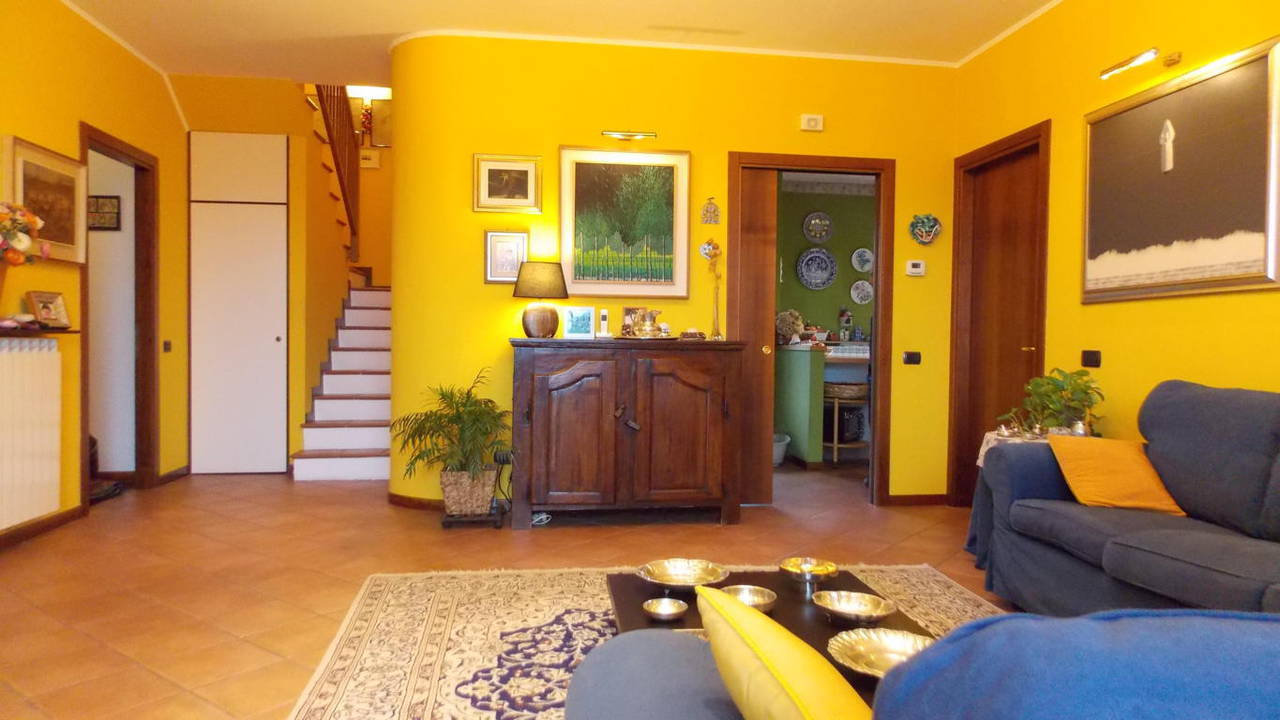 Appartamento-di-ampia-metratura-in-vendita-a-Carnate-11
