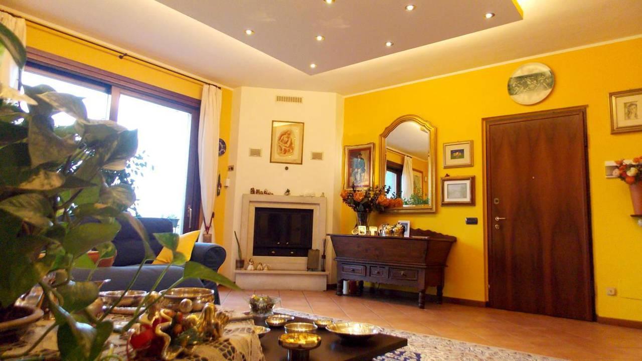 Appartamento-di-ampia-metratura-in-vendita-a-Carnate-8