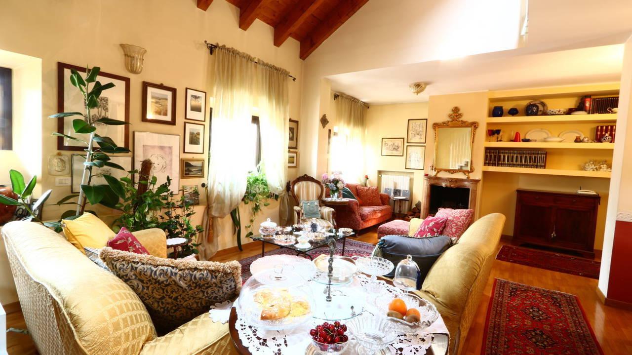 Appartamento-di-pregio-in-dimora-d39epoca-in-vendita-a-Vimercate-1