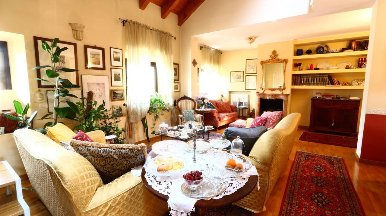 Appartamento-di-pregio-in-dimora-d39epoca-in-vendita-a-Vimercate-4