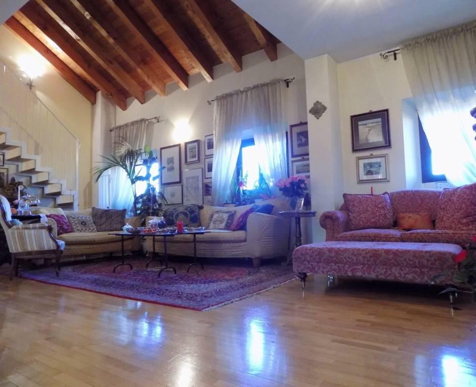 Appartamento-di-pregio-in-dimora-d39epoca-in-vendita-a-Vimercate-6