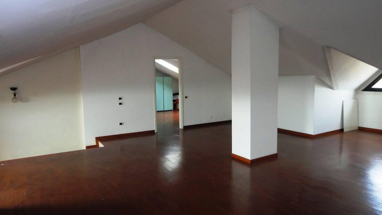 Appartamento-in-vendita-ultimo-piano-a-Vimercate-3