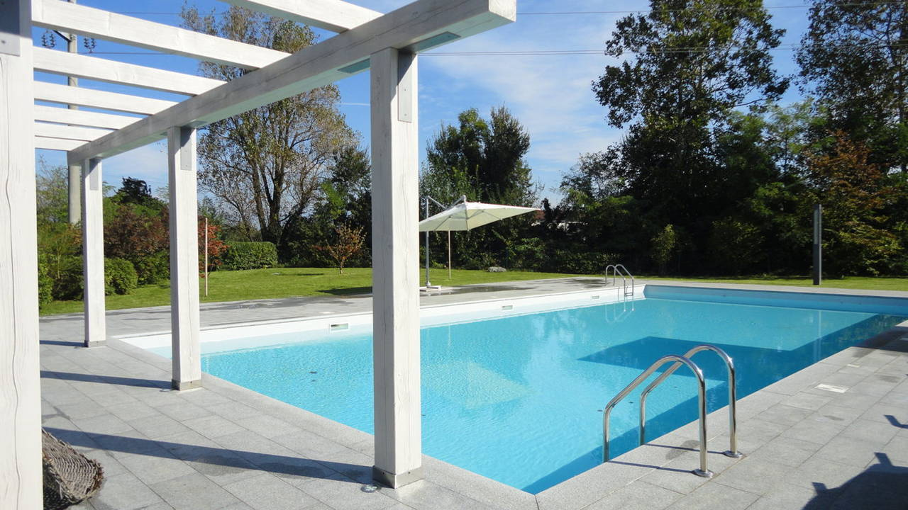 Case-in-vendita-a-Besana-Brianza-con-piscina-1