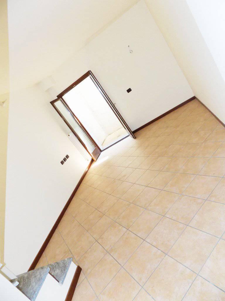 Case-in-vendita-con-giardino-a-Bernareggio-27
