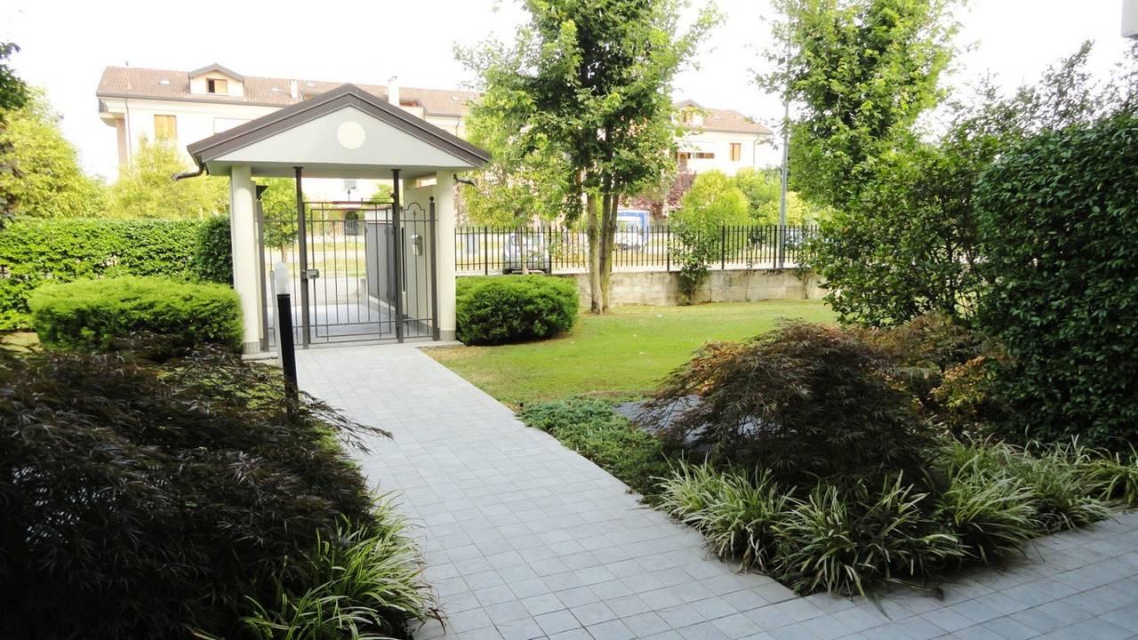 Case-in-vendita-con-giardino-a-Burago-Molgora-MB-6