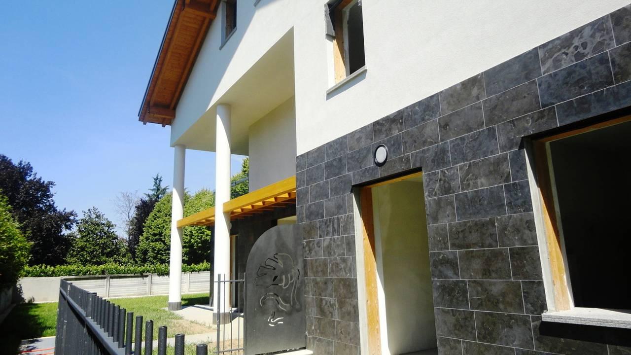 Case-in-vendita-con-terrazzo-a-Burago-di-Molgora-in-Brianza-12