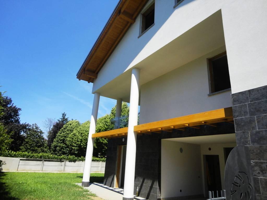 Case-in-vendita-con-terrazzo-a-Burago-di-Molgora-in-Brianza-15