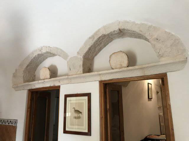 Complesso-di-Trulli-ristrutturati-con-terreno-in-vendita-a-Cisternino-9
