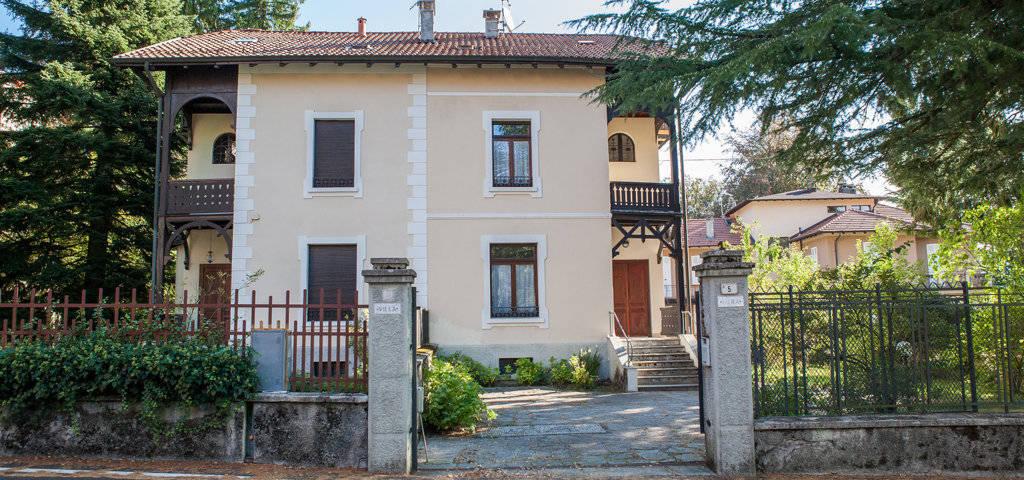 Porzione-di-villa-bifamigliare-in-vendita-a-Lanzo-d39Intelvi-1