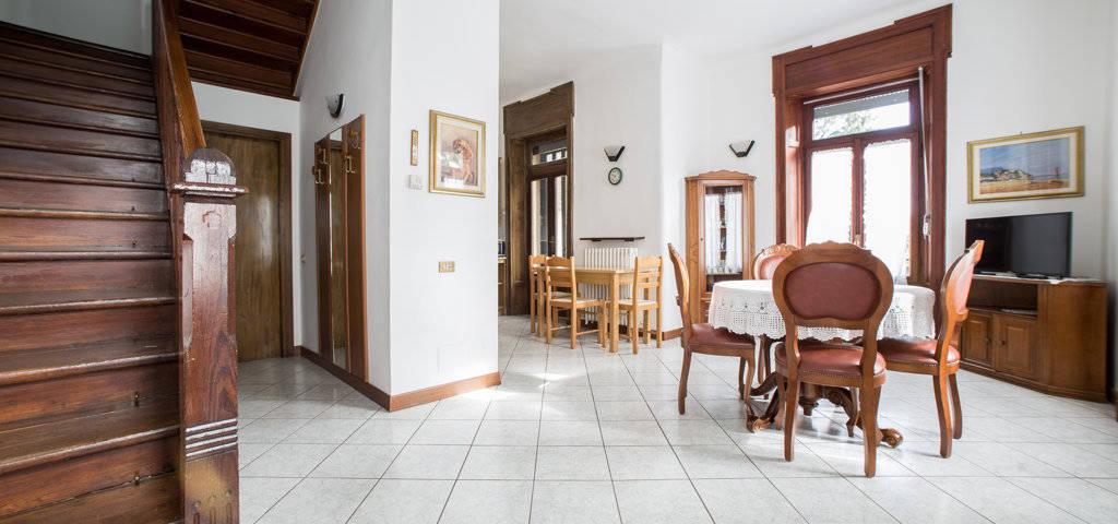 Porzione-di-villa-bifamigliare-in-vendita-a-Lanzo-d39Intelvi-12