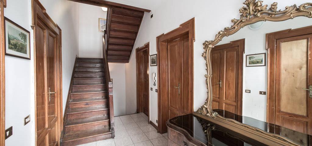Porzione-di-villa-bifamigliare-in-vendita-a-Lanzo-d39Intelvi-14