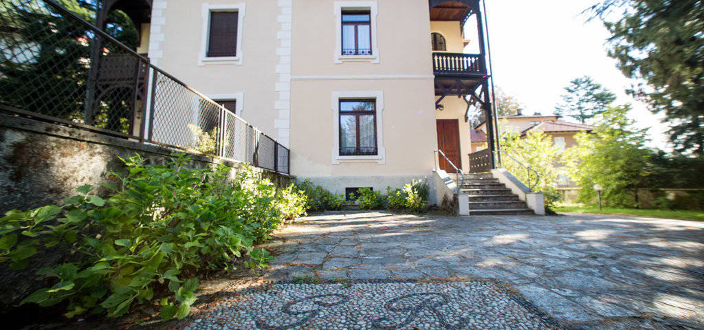 Porzione-di-villa-bifamigliare-in-vendita-a-Lanzo-d39Intelvi-2