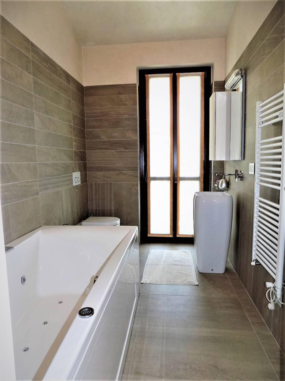 Porzione-villa-bifamigliare-ristrutturata-in-vendita-a-Carnate-12