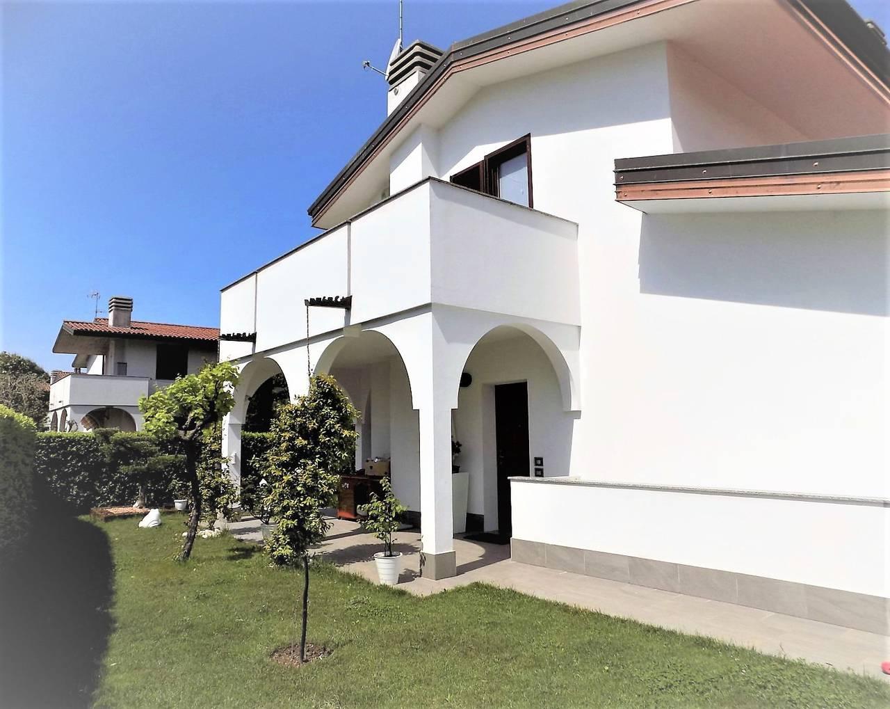Porzione-villa-bifamigliare-ristrutturata-in-vendita-a-Carnate-26