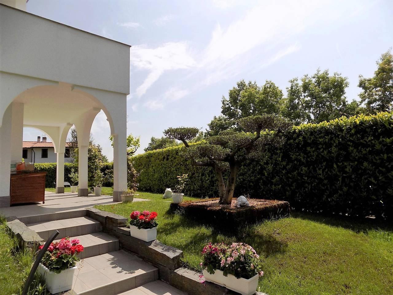Porzione-villa-bifamigliare-ristrutturata-in-vendita-a-Carnate-4