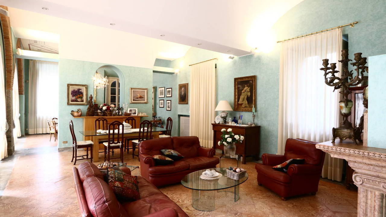 Residenza-d8217epoca-con-parco-in-vendita-a-Albese-con-Cassano-1