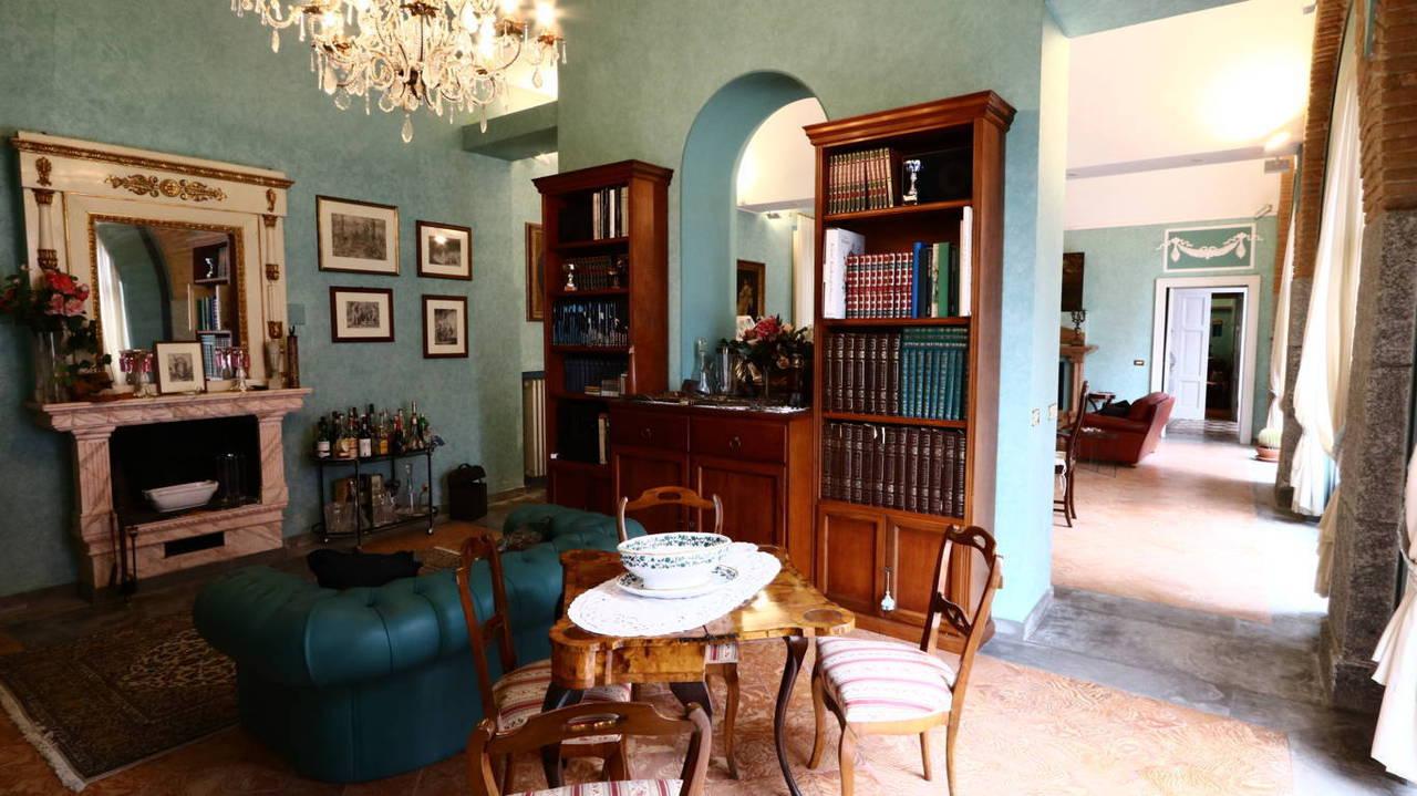 Residenza-d8217epoca-con-parco-in-vendita-a-Albese-con-Cassano-3