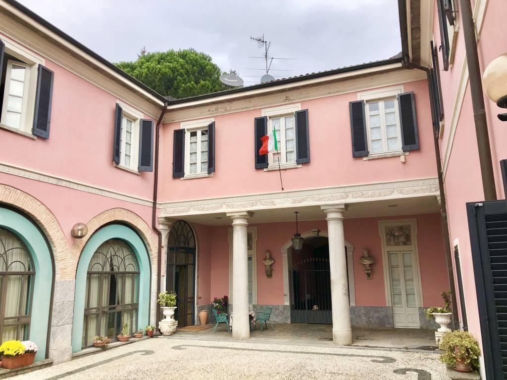 Residenza-d8217epoca-con-parco-in-vendita-a-Albese-con-Cassano-4