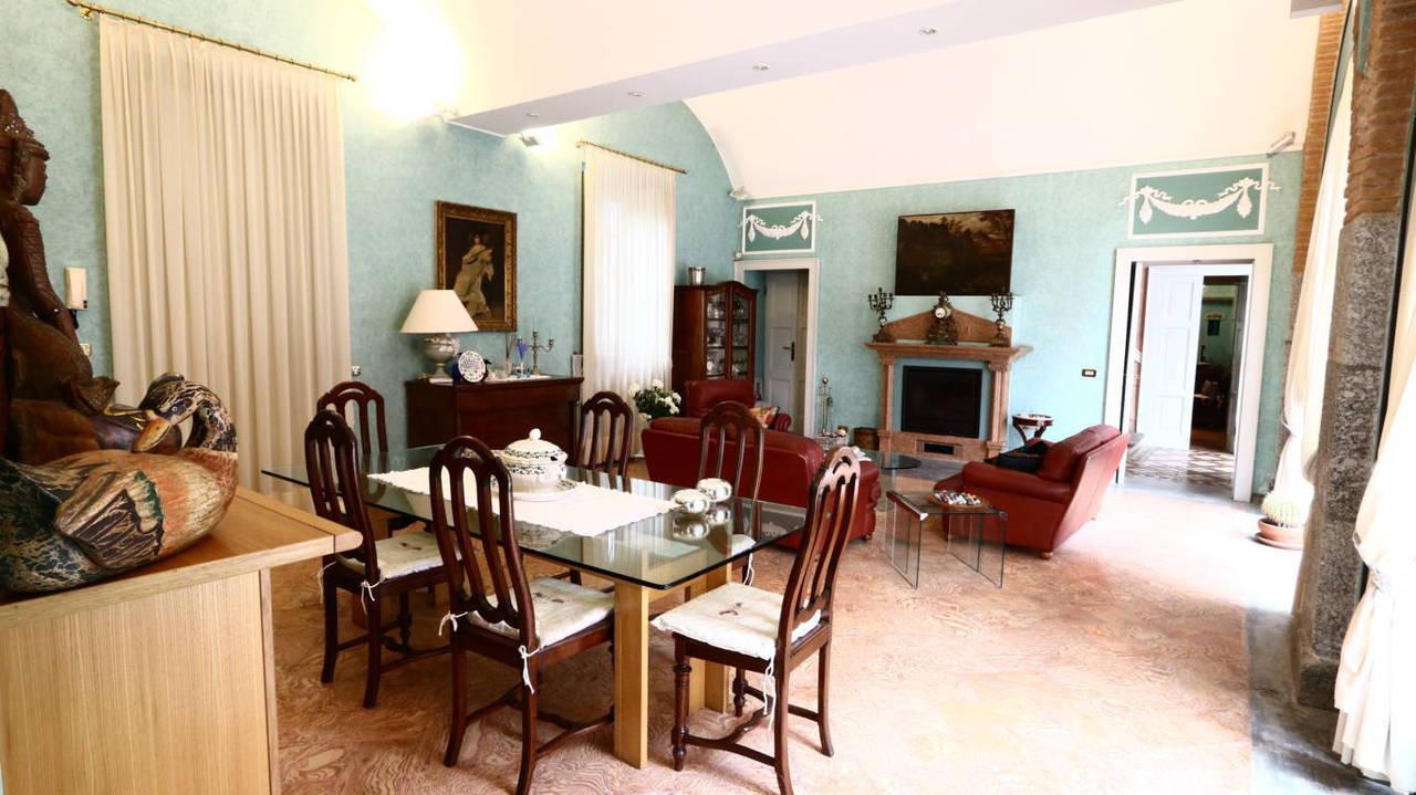 Residenza-d8217epoca-con-parco-in-vendita-a-Albese-con-Cassano-8