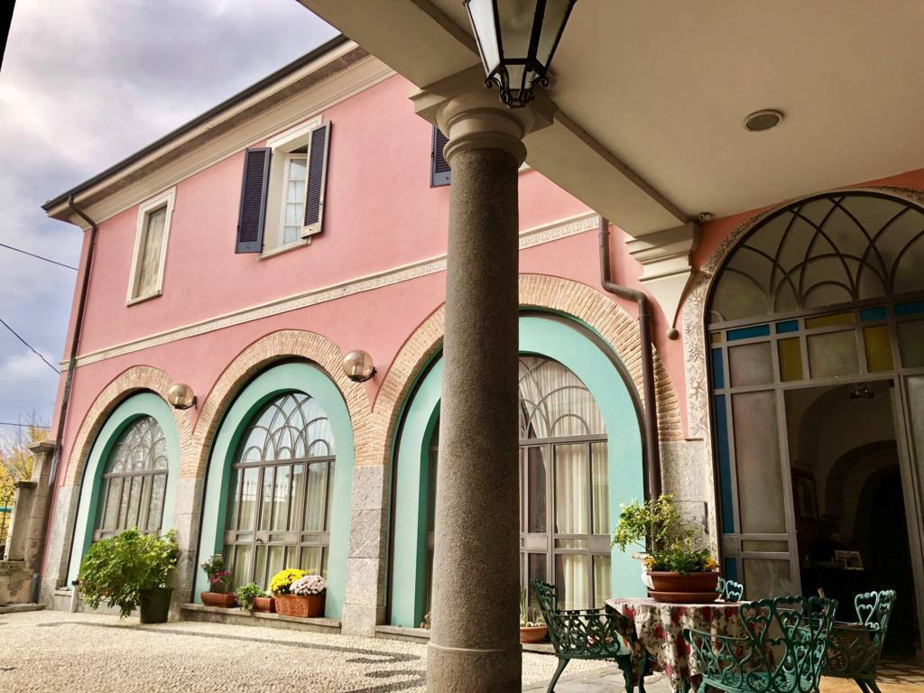 Residenza-d8217epoca-con-parco-in-vendita-a-Albese-con-Cassano