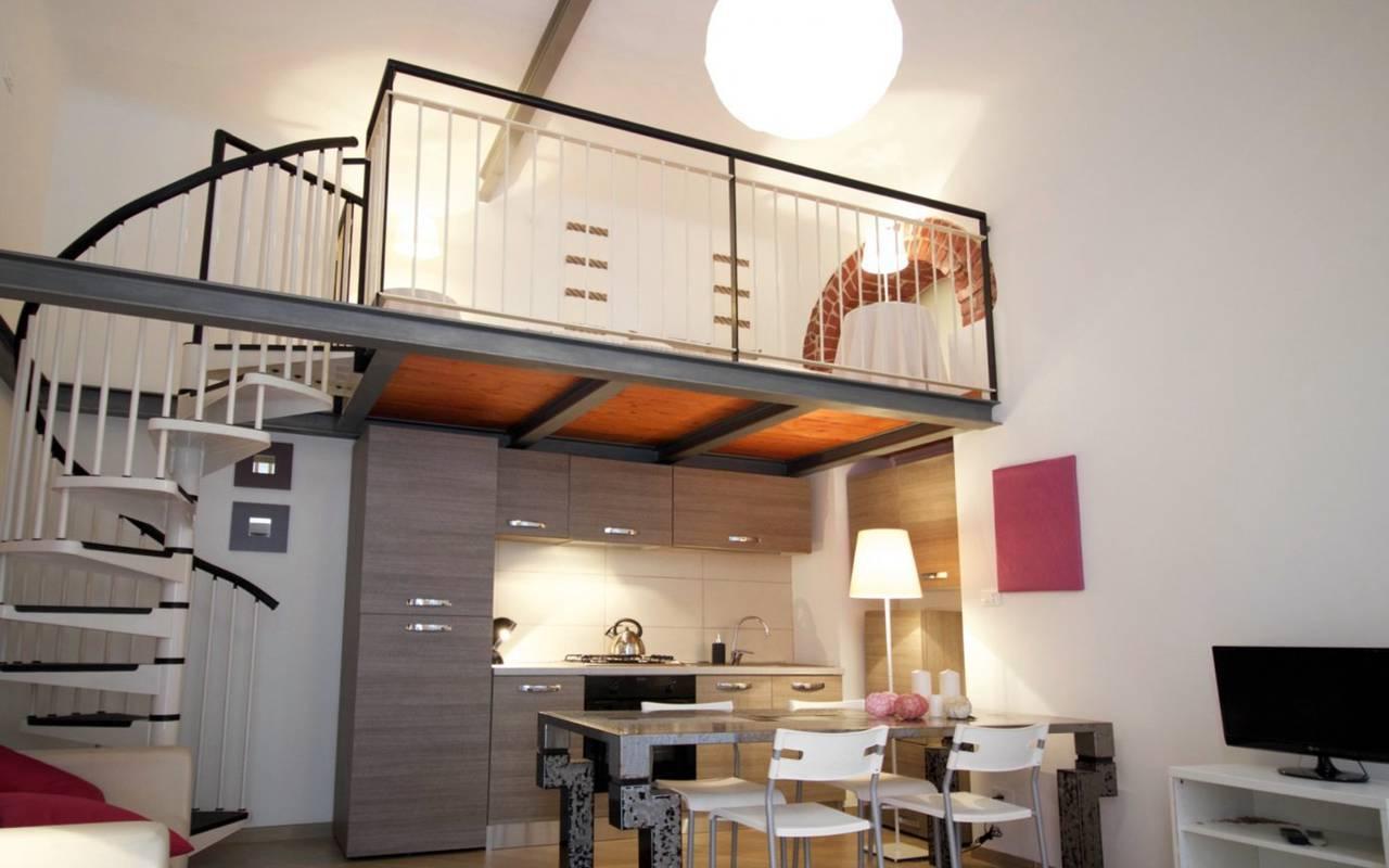 Una-casa-di-design-in-una-corte-a-Milano