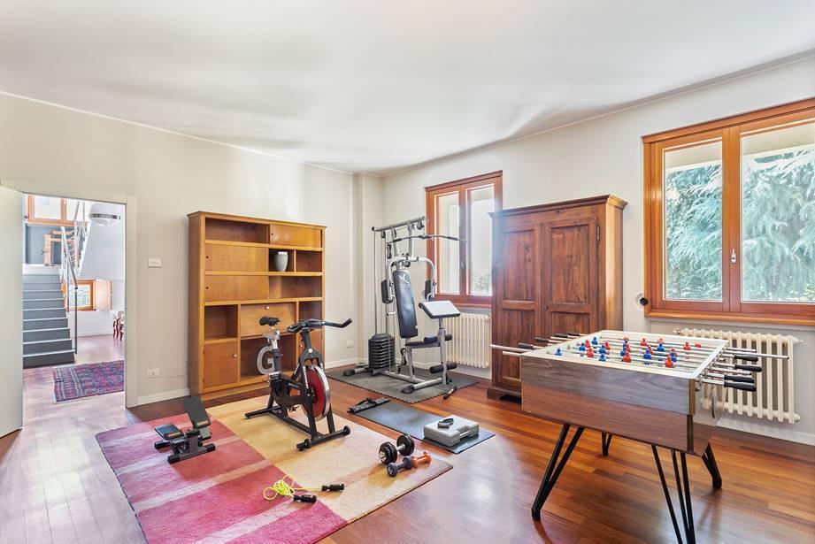 Villa-Merate-in-vendita-giardino-1.500-mq-3