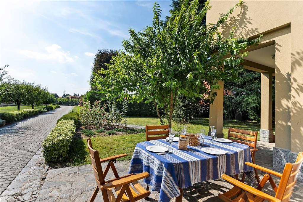 Villa-Merate-in-vendita-giardino-1.500-mq-5