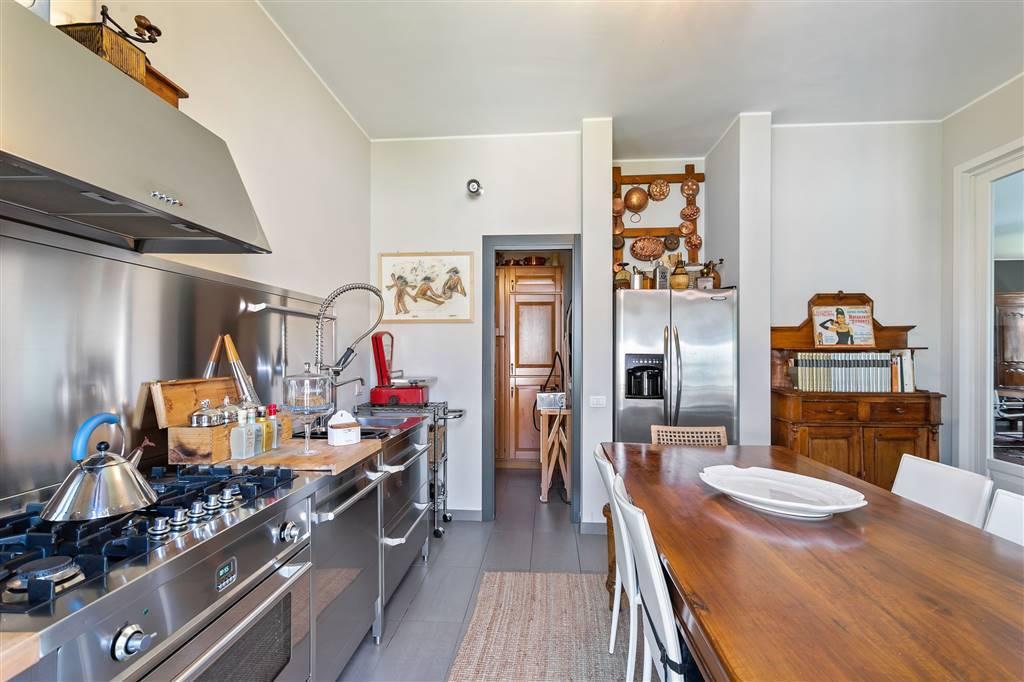 Villa-Merate-in-vendita-giardino-1.500-mq-9