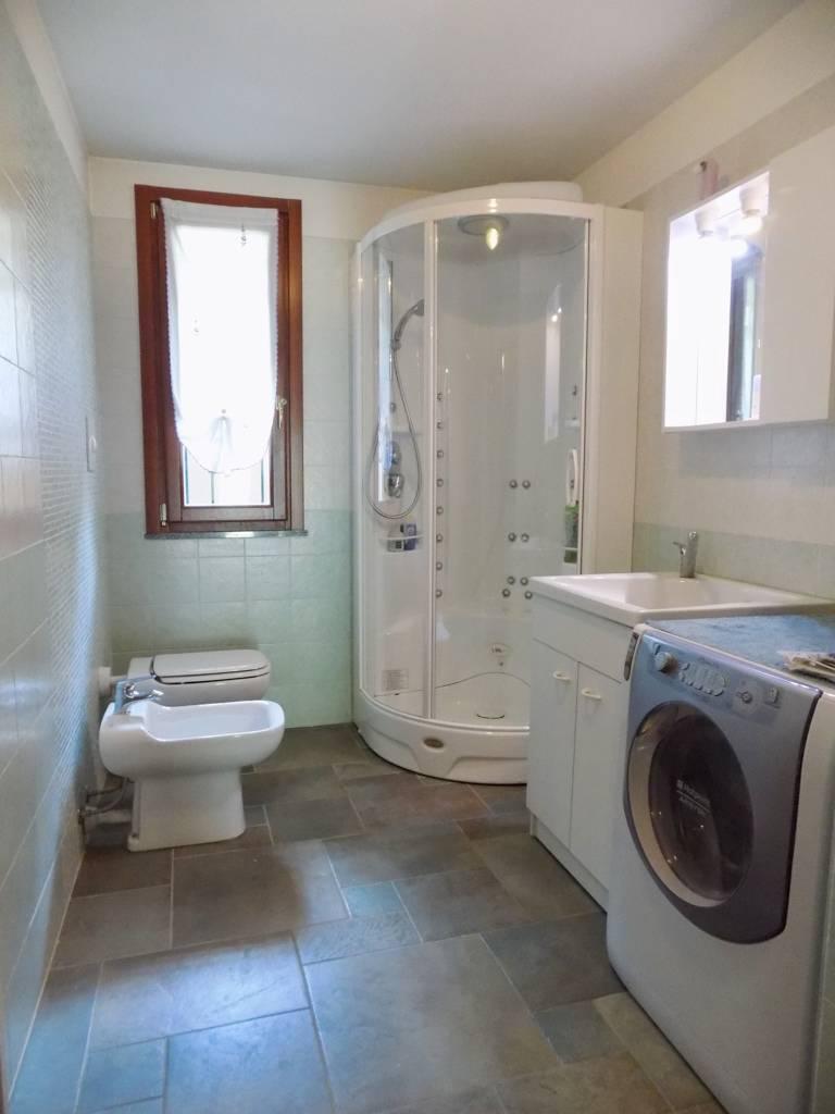 Villa-accogliente-e-curata-in-vendita-a-Cornate-d39Adda-in-Brianza-16