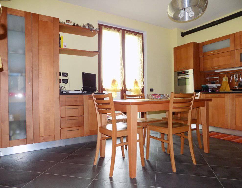 Villa-accogliente-e-curata-in-vendita-a-Cornate-d39Adda-in-Brianza-2