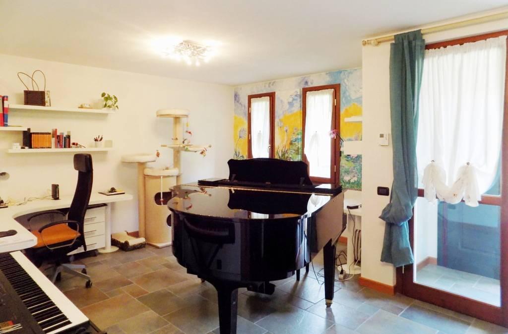 Villa-accogliente-e-curata-in-vendita-a-Cornate-d39Adda-in-Brianza-3
