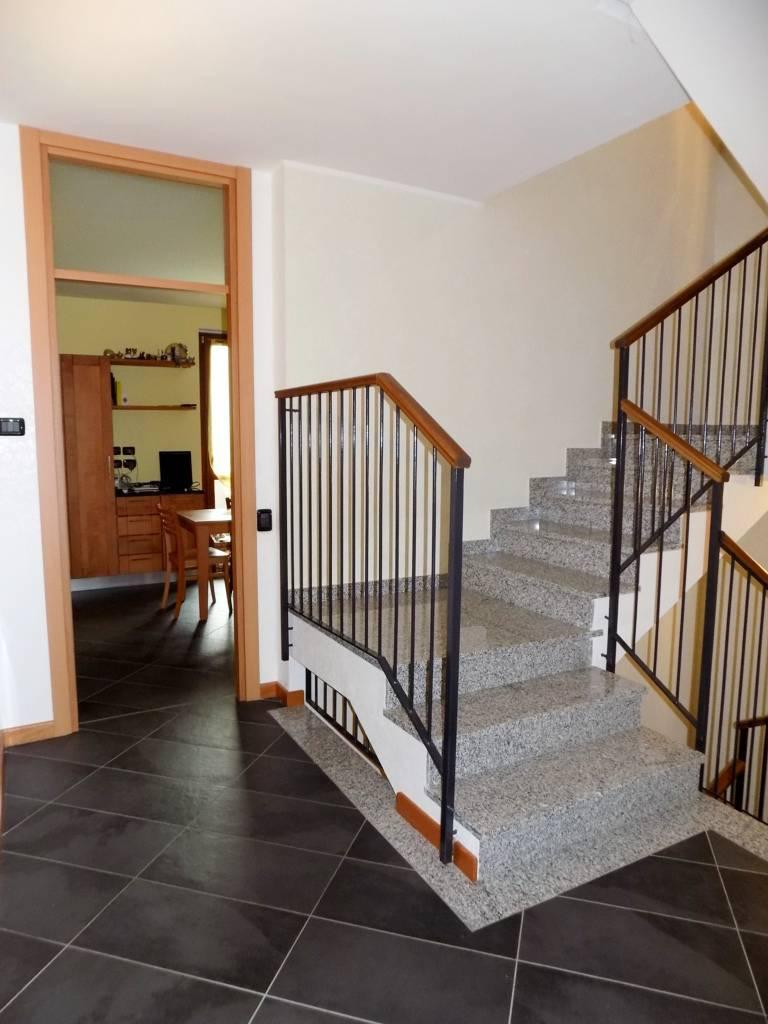 Villa-accogliente-e-curata-in-vendita-a-Cornate-d39Adda-in-Brianza-4