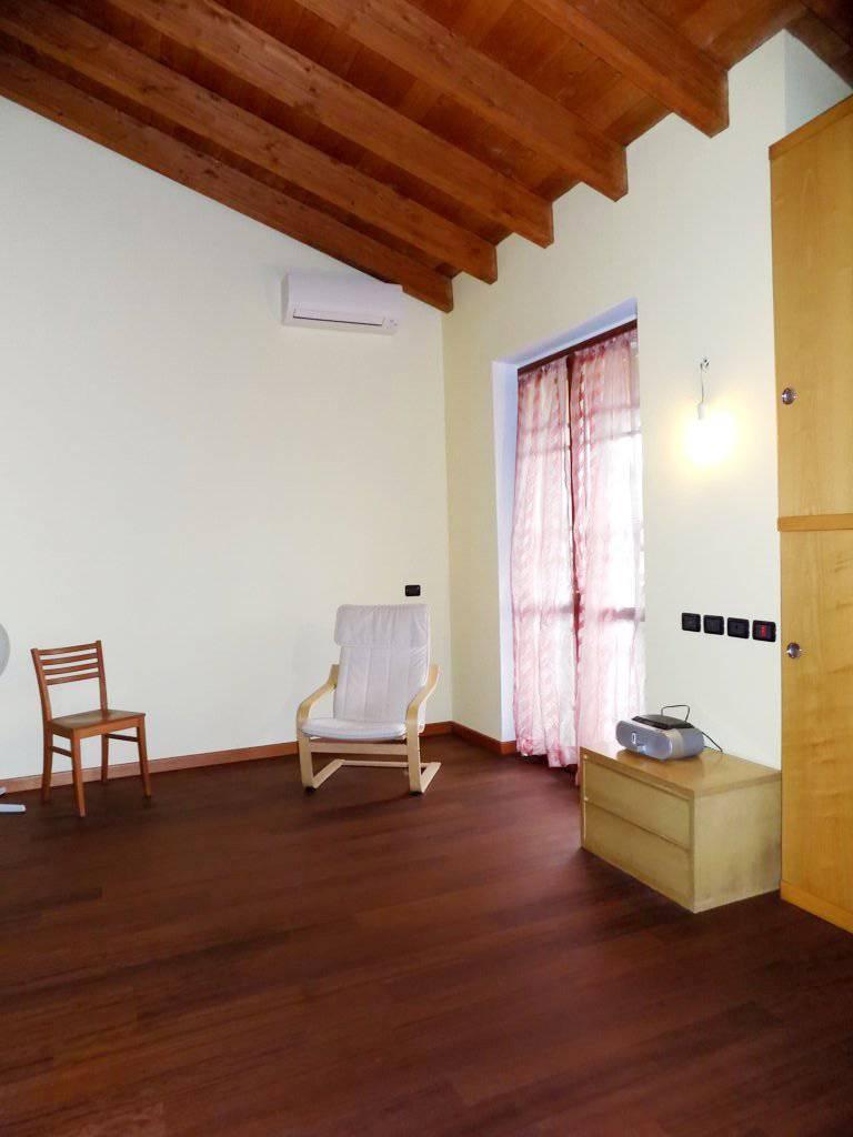 Villa-accogliente-e-curata-in-vendita-a-Cornate-d39Adda-in-Brianza-7