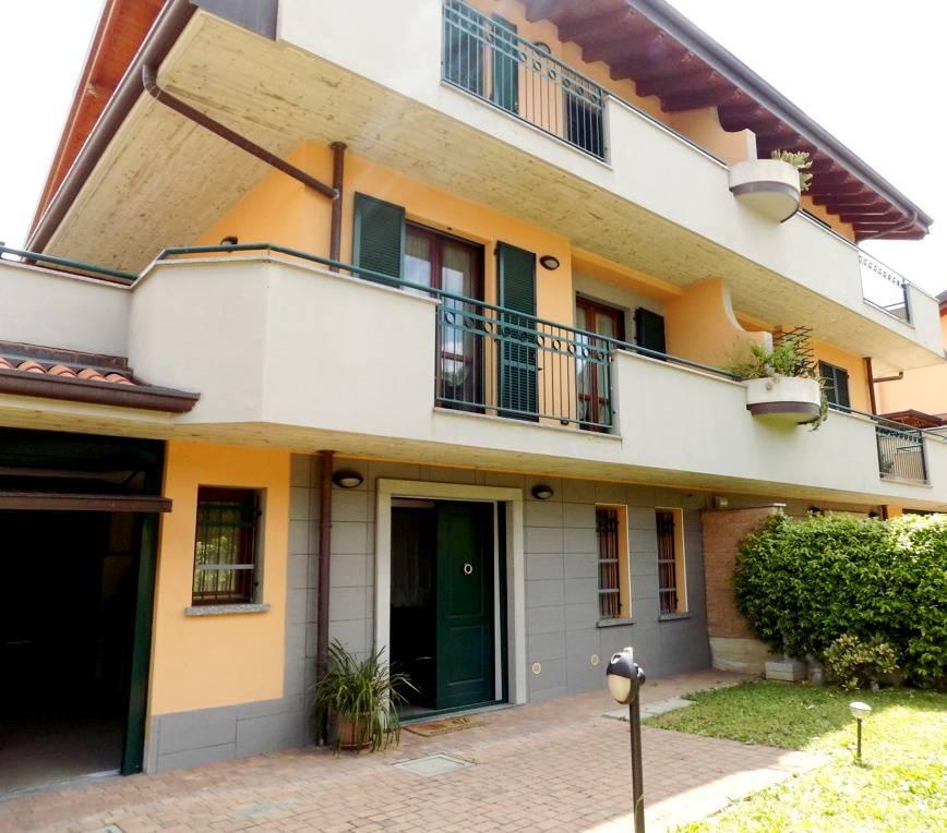 Villa-accogliente-e-curata-in-vendita-a-Cornate-d39Adda-in-Brianza