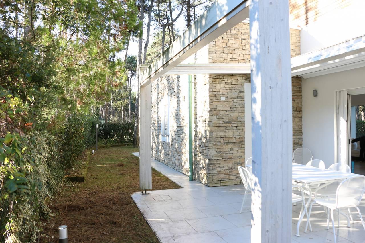 Villa-con-2-appartamenti-in-vendita-a-Bibione-5