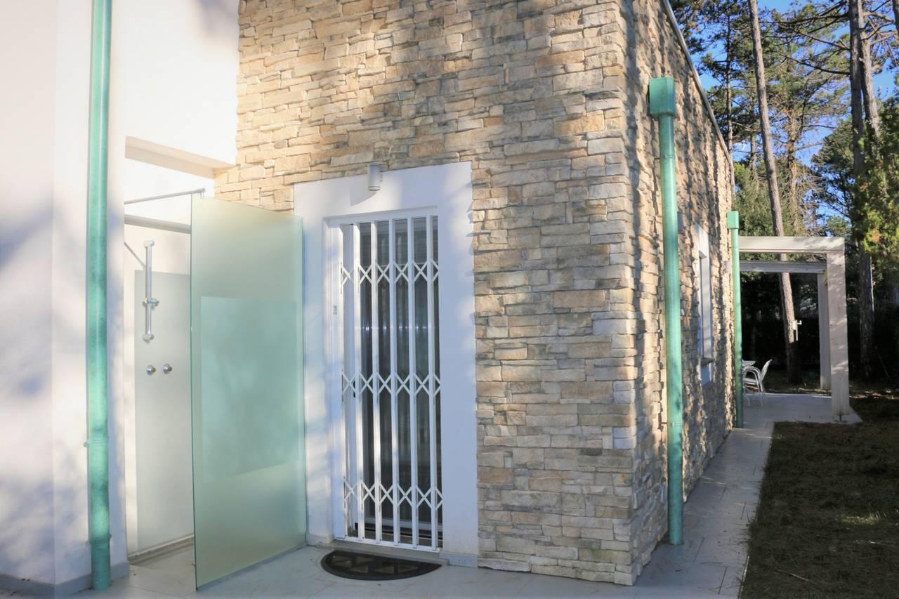 Villa-con-2-appartamenti-in-vendita-a-Bibione-7