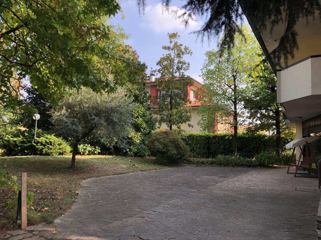 Villa-con-due-appartamenti-in-vendita-a-Cornate-d-Adda-7