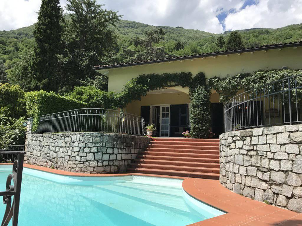 Villa-con-piscina-e-molo-sul-Lago-di-Como-in-vendita-a-Gera-Lario-12
