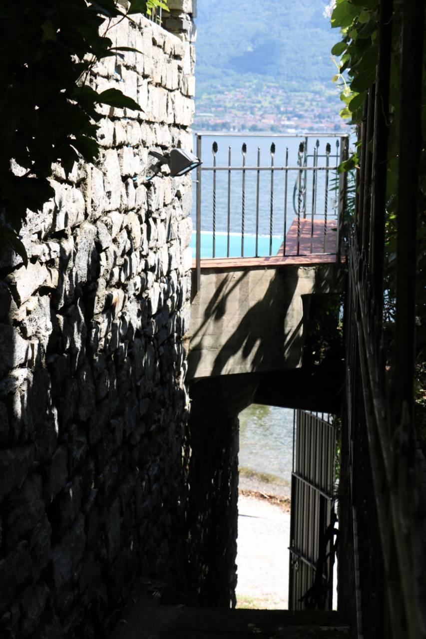 Villa-con-piscina-e-molo-sul-Lago-di-Como-in-vendita-a-Gera-Lario-13