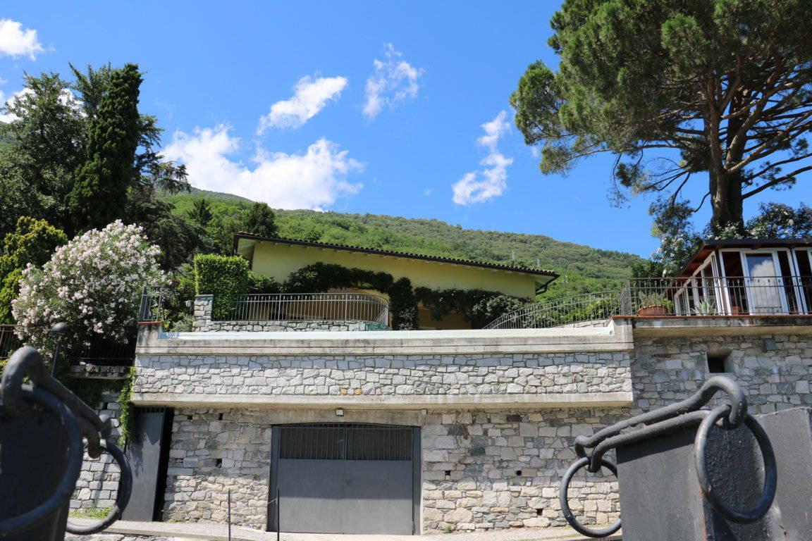 Villa-con-piscina-e-molo-sul-Lago-di-Como-in-vendita-a-Gera-Lario-14