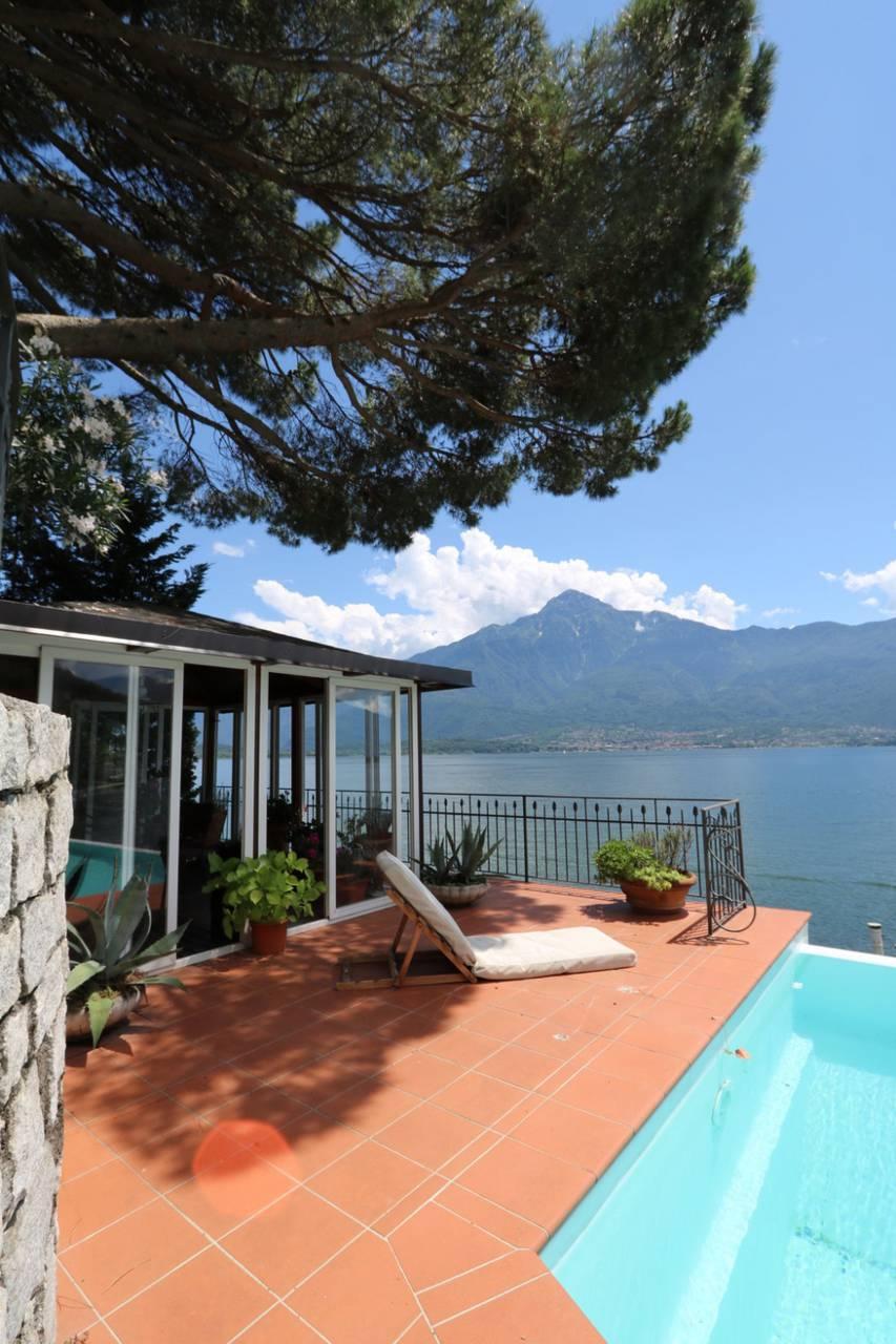 Villa-con-piscina-e-molo-sul-Lago-di-Como-in-vendita-a-Gera-Lario-18