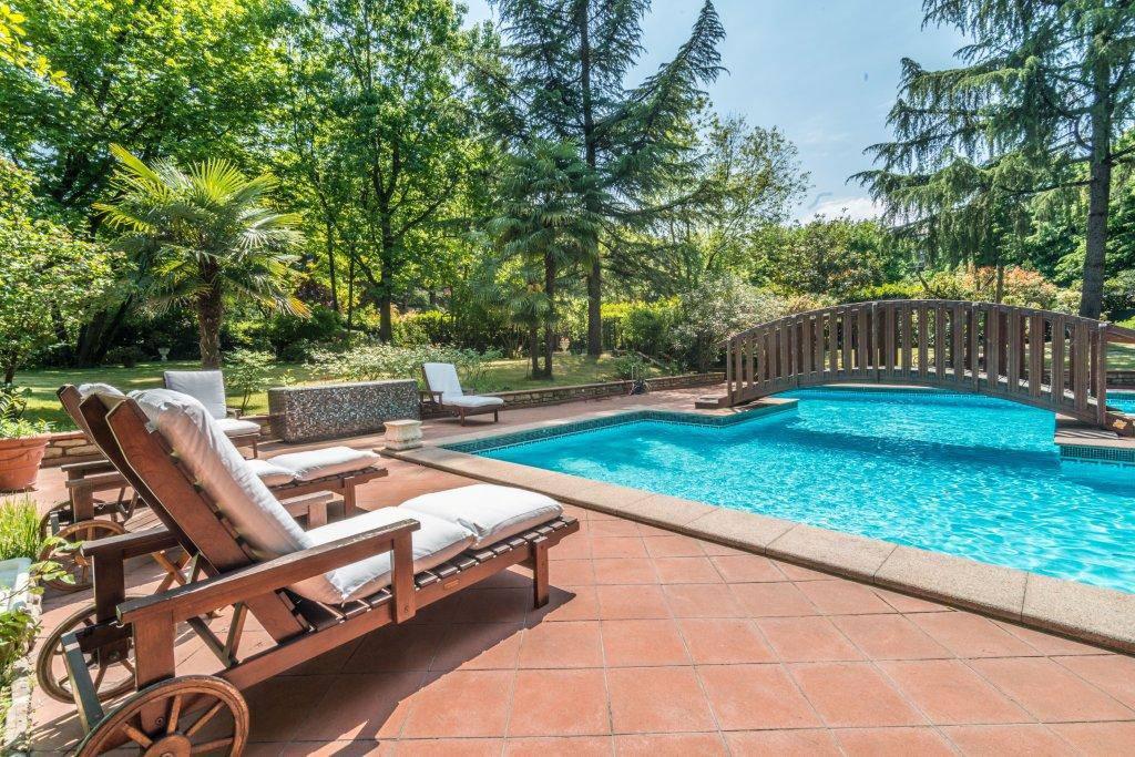 Villa-con-piscina-in-vendita-a-Basiglio-Milano-3-13