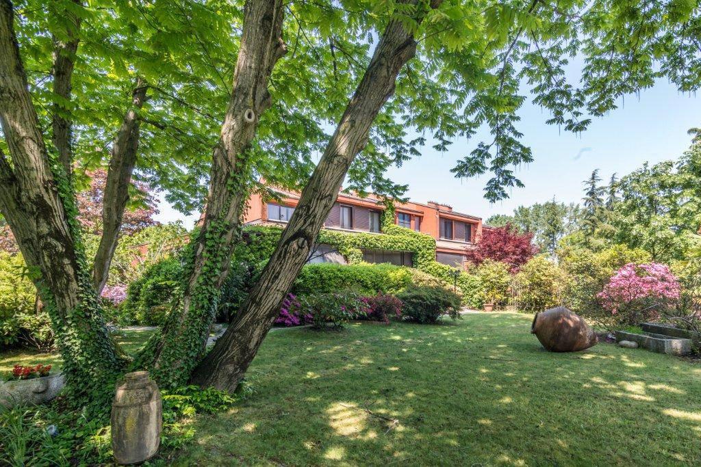 Villa-con-piscina-in-vendita-a-Basiglio-Milano-3-14