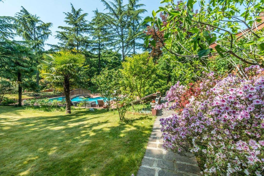 Villa-con-piscina-in-vendita-a-Basiglio-Milano-3-18