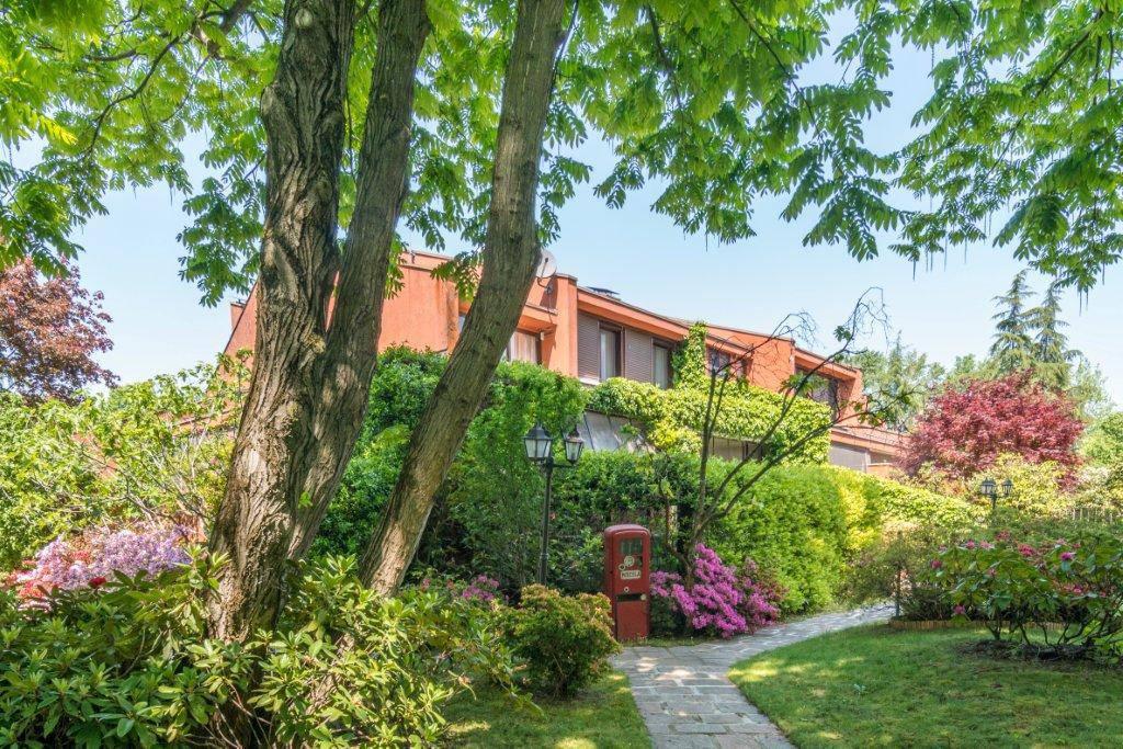 Villa-con-piscina-in-vendita-a-Basiglio-Milano-3-5