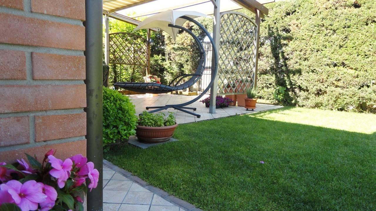 Villa-con-piscina-in-vendita-a-Busnago-in-Brianza-1